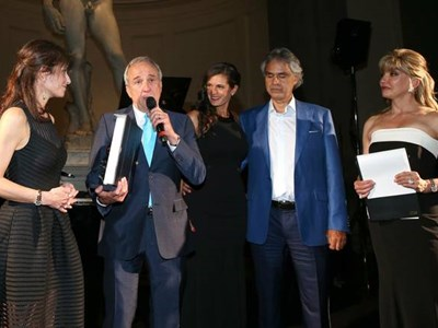 Andrea Bocelli's voice, Robin Leach sit-down highlight Ruvo Center fete