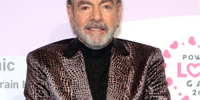 Neil Diamond performs at benefit two years after retiring due to Parkinson's diagnosis